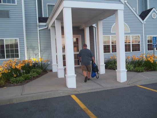 Microtel Inn & Suites by Wyndham Plattsburgh: entré principal