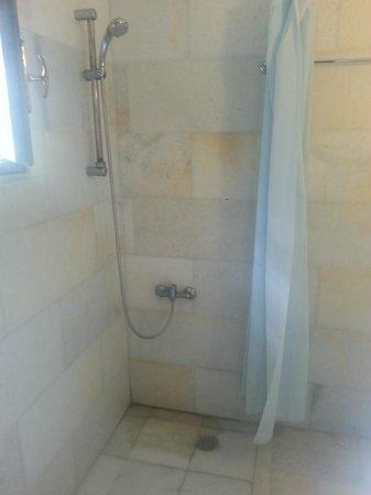 Drossos Hotel: Shower
