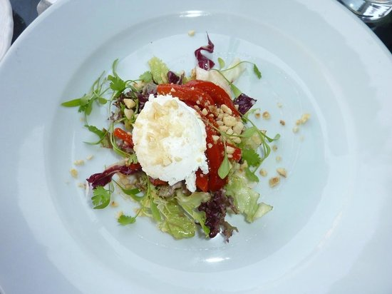 Woods Restaurant: Wood's goat's cheese salad - perfection.