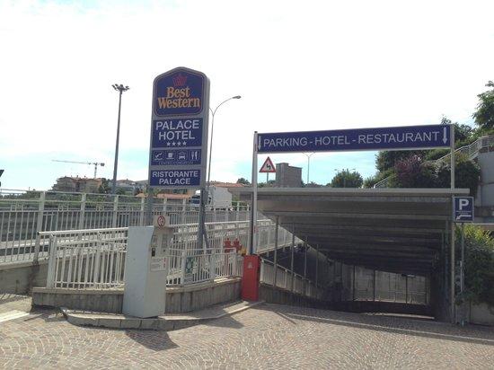 Best Western Palace Hotel : Parcheggio