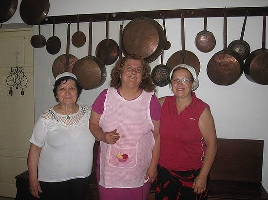 Cucina in Masseria - Homestay Cooking in Italy : Rita (middle) and her Staff