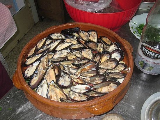 Cucina in Masseria - Homestay Cooking in Italy : Mussels, Rice and Potatoes in middle of prep