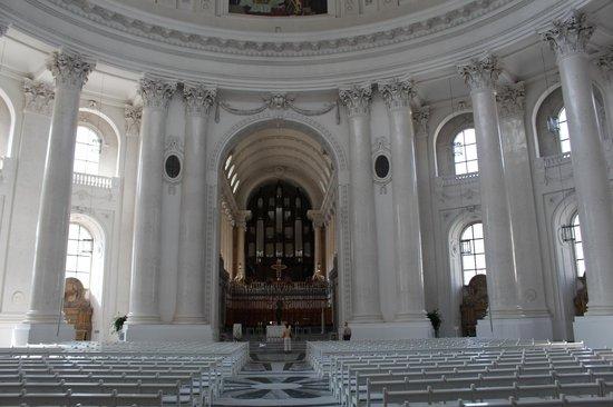 Dom St. Blasien: Die Kirche erstrahlt in weiss