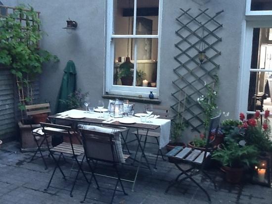 The Black Pig Winebar: balmy summer evenings in kinsale!!