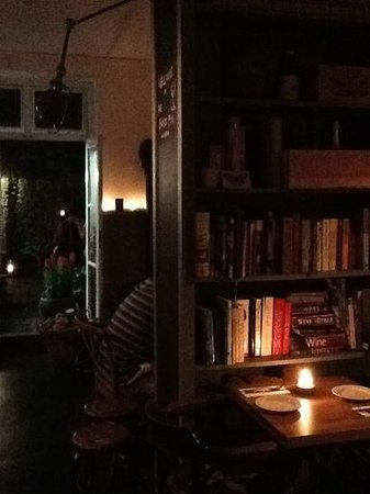 The Black Pig Winebar: evening time in the black pig