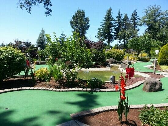 Eagle Landing Golf Course: Having a great day at Eagle Landing, Putt putt course!