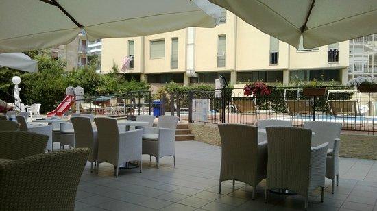Hotel Plaza: bar della piscina