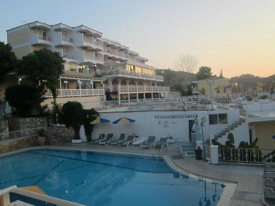 Commodore Hotel: вид на отель Капитан