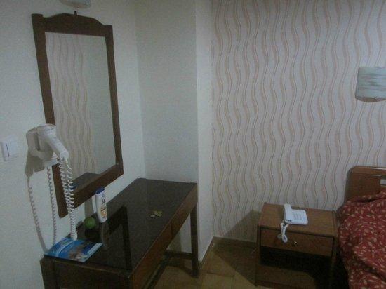 Commodore Hotel : номер с психоделическими обями