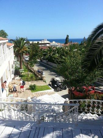 Commodore Hotel : выход из отеля