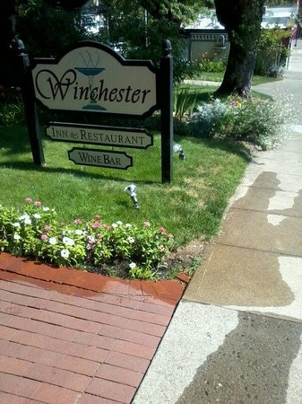 The Winchester Inn: Located on a very quiet street.