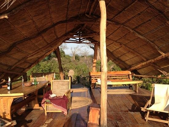Liwonde Safari Camp : the main sun deck
