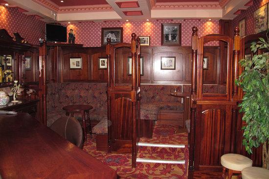 River Island Hotel: La Bodega bar