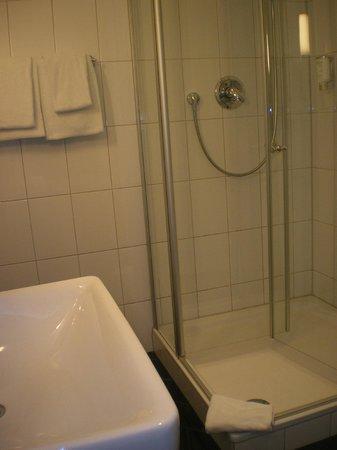 Novum Hotel Kronprinz Hamburg Hauptbahnhof: Bathroom