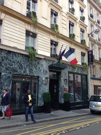 Grand Hotel Saint-Michel: outside of Grand hotel