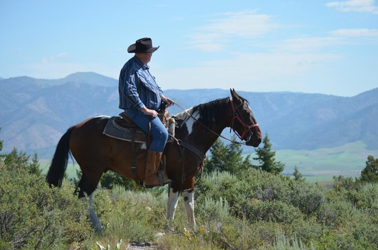 Granite Creek Guest Ranch: One of the ridges