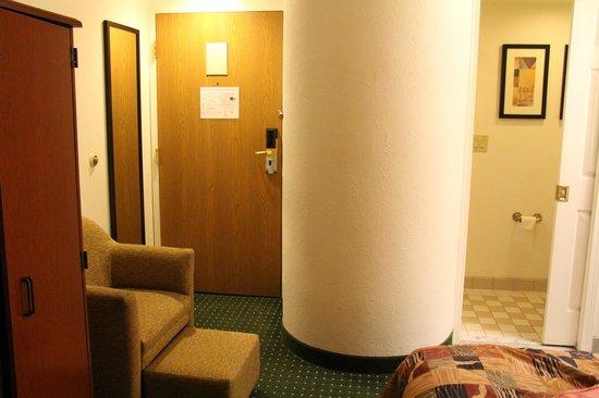 Sleep Inn: a post inside the room