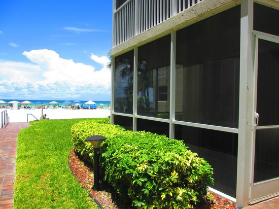 Crescent Arms Condominiums: The Crescent Arms & it's location on Crescent Beach