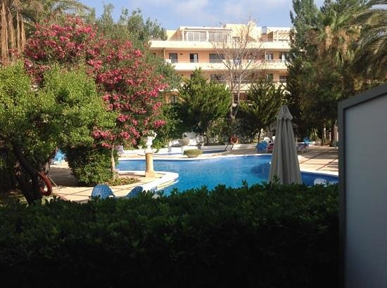 Maricel Apartments: view of pool from self catering apartment rear of main hotel