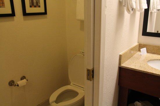 Sleep Inn: washroom with sliding door