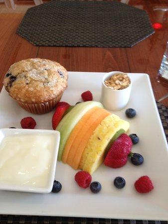 Harborside Hotel & Marina: Fruit platter for breakfast