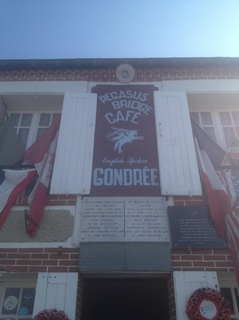 Cafe Gondree : Entrance to the cafe