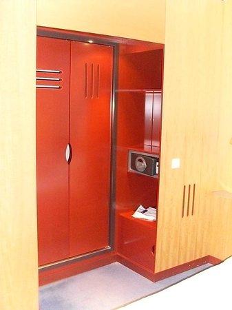Novotel Suites Hannover City: Eingang zum Bad