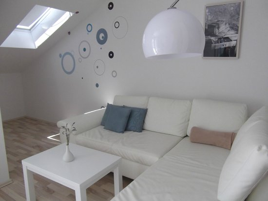 Apartments Barbati: l-shape sofa