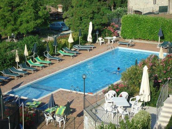 Hotel Residence Elisa: la piscina del'hotel