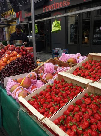 Marche d'Aligre: the sweet sweet produce