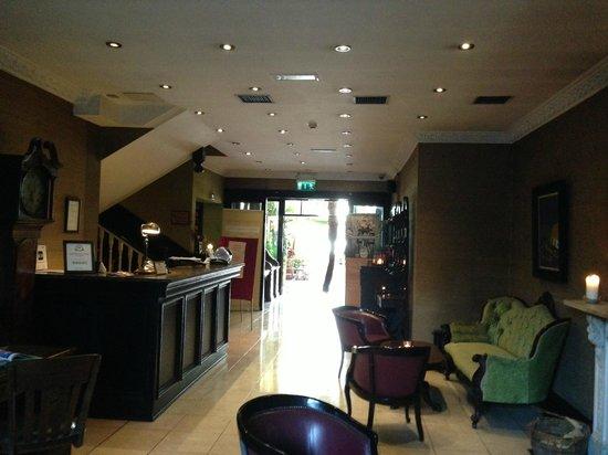 Riverbank House Hotel: Lobby