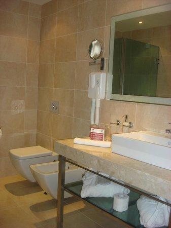 Astera Hotel & Spa: bathroom
