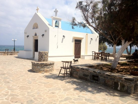 Villa Marie Kelly: little church on the beach