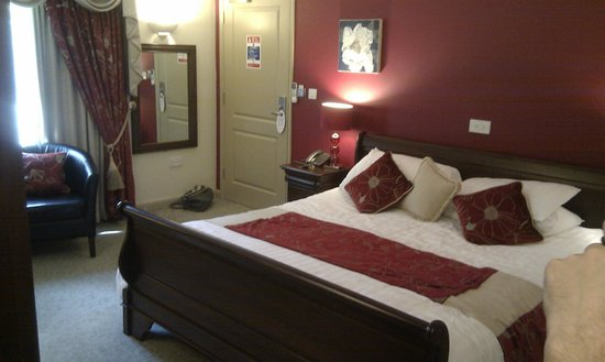 The Auberge: Gorgeous bed. Thick heavy curtains block ALL light