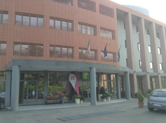 Holiday Inn Express Parma : hotel front