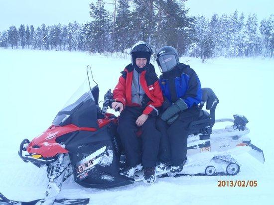 Hotel Jeris: Snowmobile Safari on the way to Ice Fishing