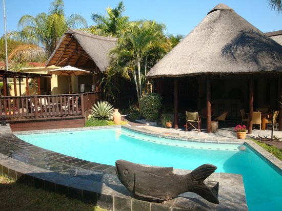 La Lechere Guest House: The Pool & Lapa