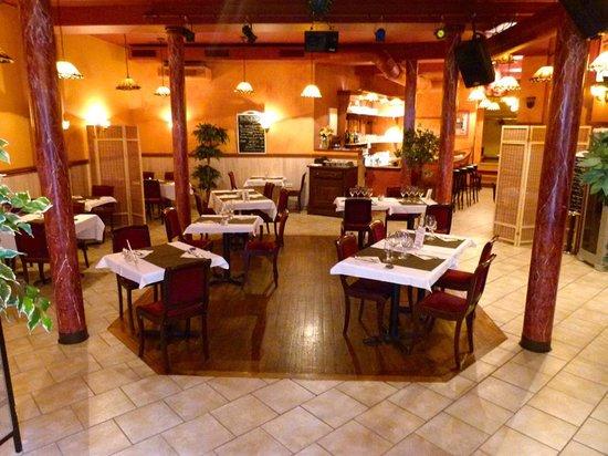 Le Doris: photo de la salle de restaurant