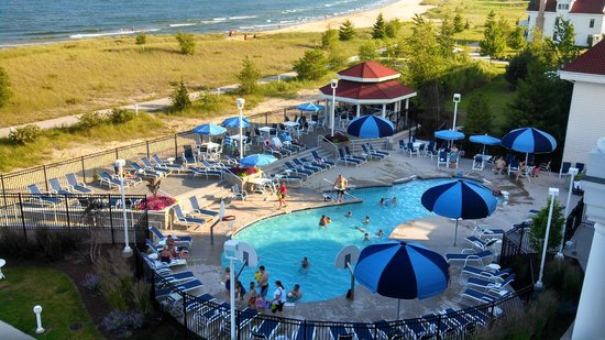 Blue Harbor Resort: Outdoor Pool With Small Bar