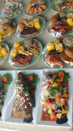 La Lune Beach Resort : Seafood at restaurant next door