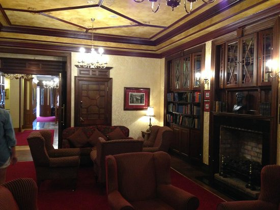 Newgrange Hotel: Library Sitting Room
