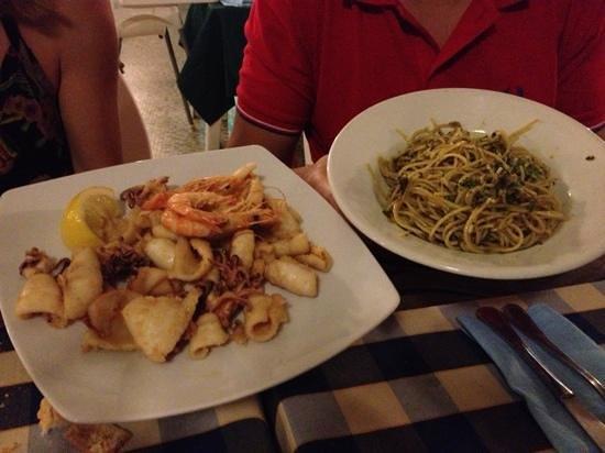 Antica Locanda Il Pilota: fritto misto di totani e gamberi e primo di bagna verde