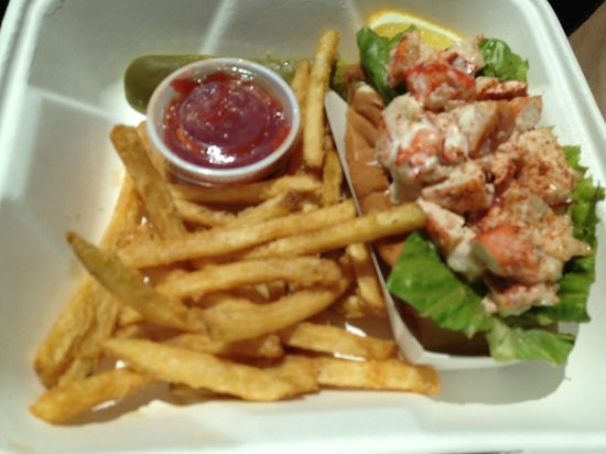 Captains Catch: Lobster Roll and Fries