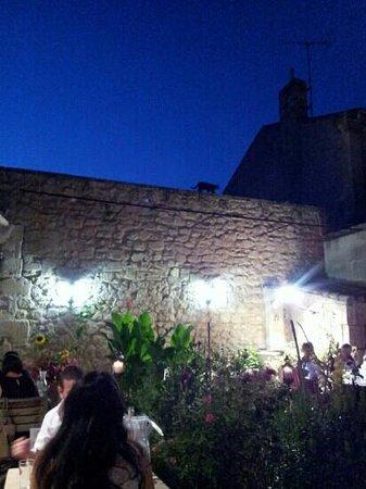 Le Bel Oustau : The terrace at night