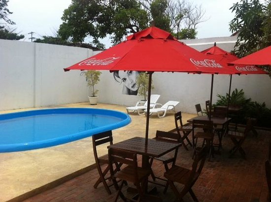 Casa Bustamante Hotel Boutique: The unsafe pool area with 2 cheap hard plastic chaise lounges no cushions,no table to put drinks