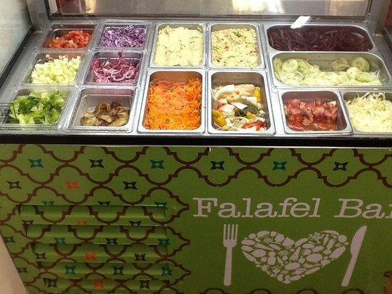 Manuel Antonio Falafel Bar: Salad bar