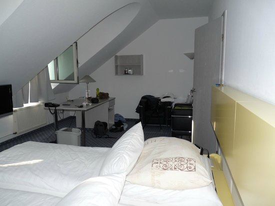 zithoekje met bureau picture of schloss montabaur montabaur tripadvisor. Black Bedroom Furniture Sets. Home Design Ideas