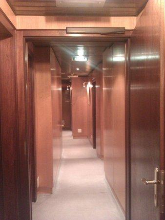 Hotel Des Alpes: Couloir
