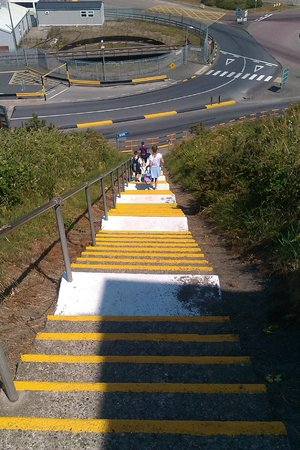 Hotel Rosslare : View down the steps to Train Station