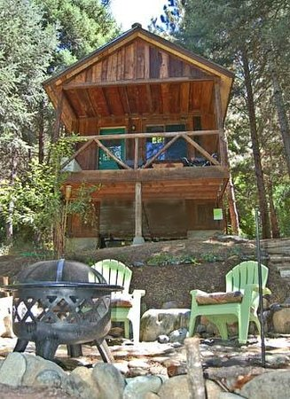 Trinity River Adventure Inn River Lodging: New Miner's Landing with fire/BBQ pit next to river!